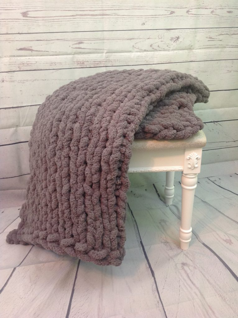 How to Hand Knit a Blanket with Bernat Blanket Big Yarn ...